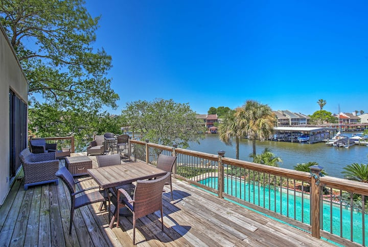 Lakefront Montgomery Home w/ Resort Amenities