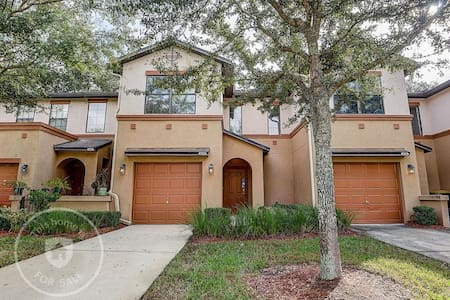 Beautiful furnished townhouse on a month to month
