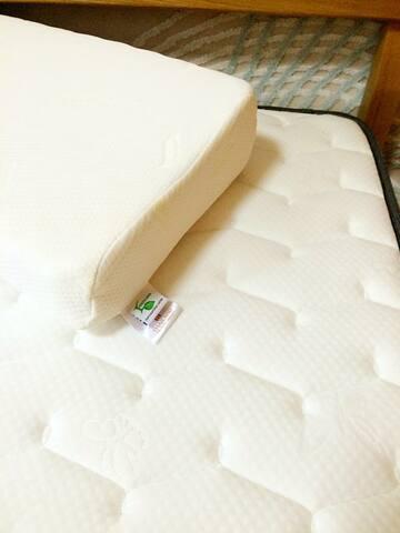 舒适的席梦思大床和来自泰国的乳胶枕祝您旅途安睡 - 上海 - Leilighet