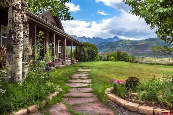 Serene Ridgway Mountain Property