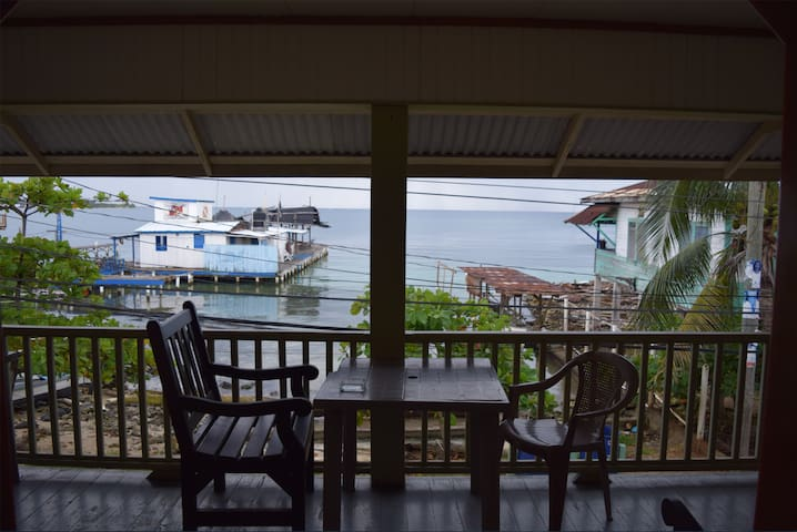 Great value private room w/BRoom- 2 mins to beach! - Utila - Boutique hotel