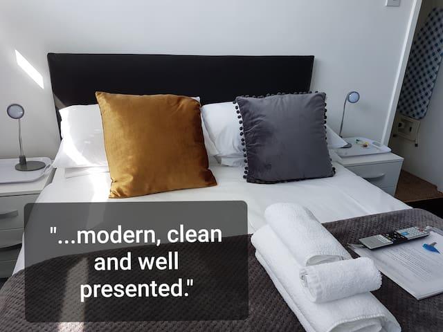 Double in York, Big TV & Private En Suite Bathroom