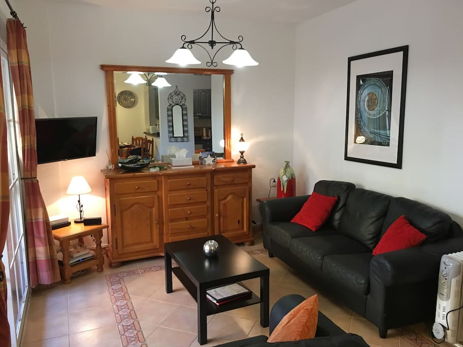 The lounge has free wifi, a/c, a smart TV and a blu ray player it has a couple of sofas, there are also games and books in the dresser.
