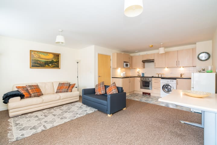 Stylish Gunwharf Quays Apartment with parking