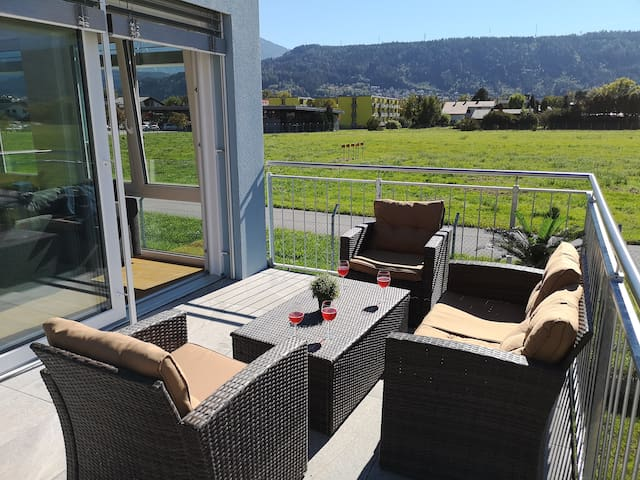 Luxury New Airport Apartment, Terrace & View