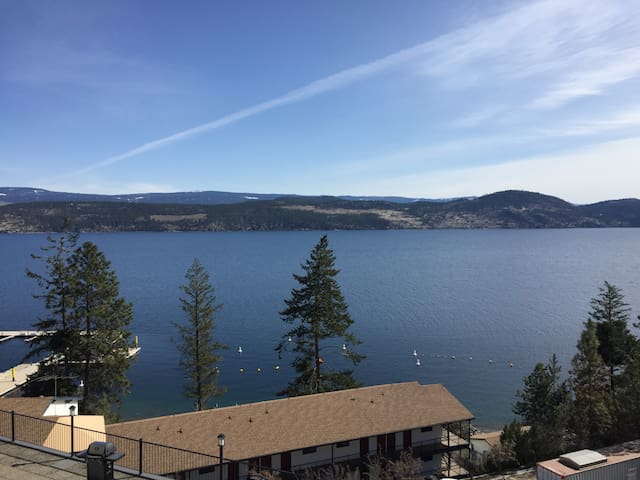 1 bdrm lakeview condo 20 min from downtown Kelowna