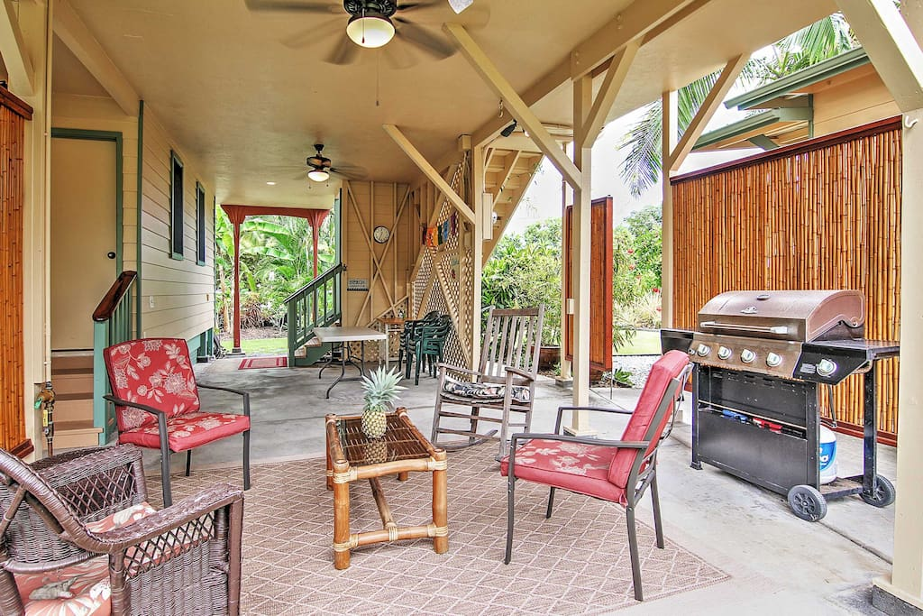 This Captain Cook vacation rental for 7 is close to fantastic snorkeling.