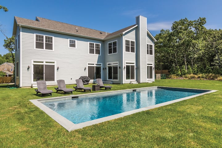 East Hampton Oasis **Available Thanksgiving **