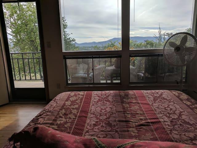 Retreat with Views & Wildlife