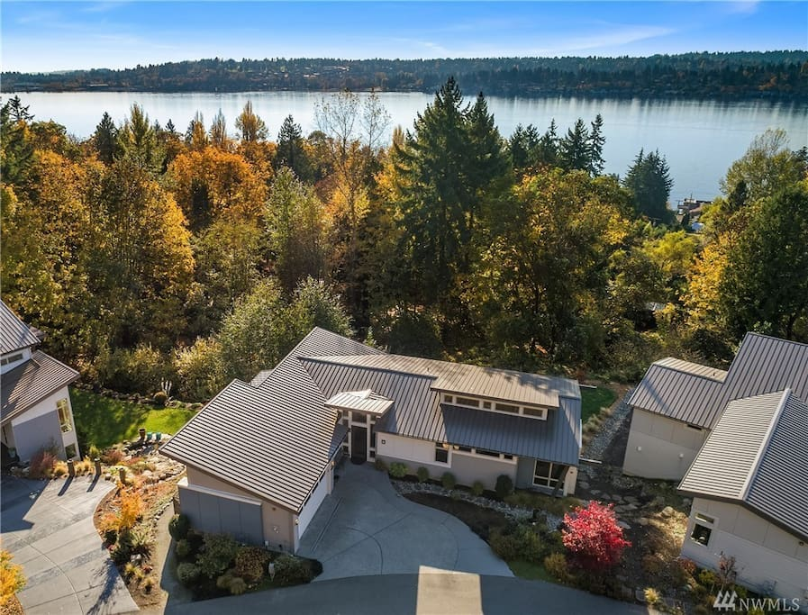 A stones throw from Lake Washington, parks and recreational trails. Gorgeous views from home & deck!