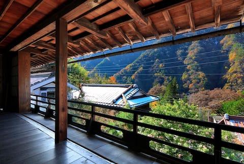 【2名部屋】100年ほど前にぎわった宿場町 赤沢宿にある講中宿 築180年のゲストハウス大阪屋