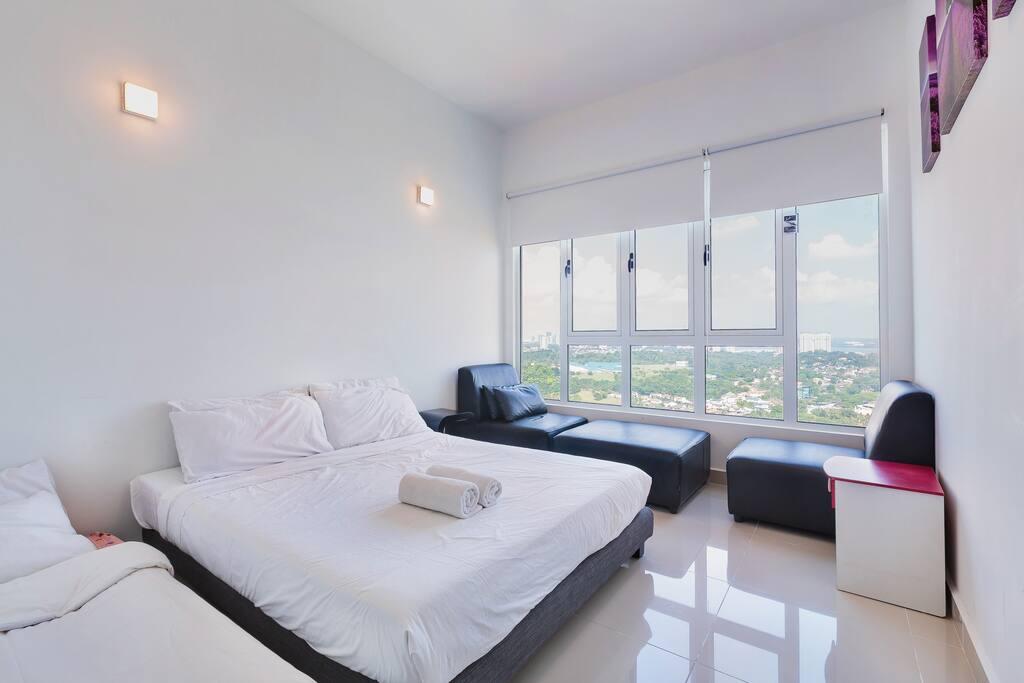 mylatex topper Guarantee Sleep - Bedroom 1 Queen Size Bed