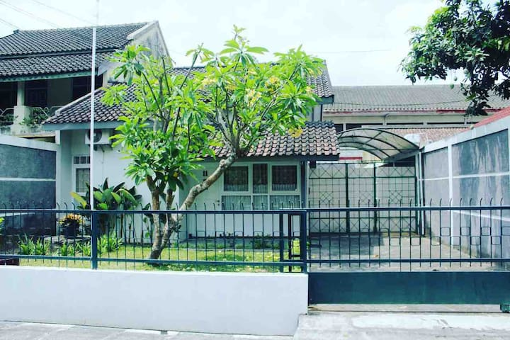 Willow - Casa Javana, Beautiful House Near City