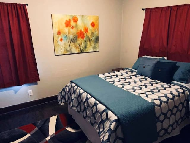 Centrally Located 2 Bedroom APT - Great for Groups