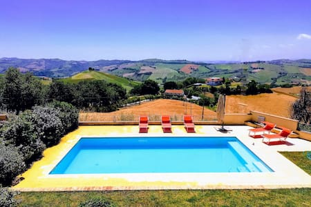 Villa with swimming pool 15 km from the sea