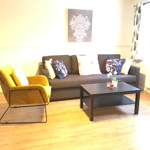 3 bed townhouse with 2parkings near city centre
