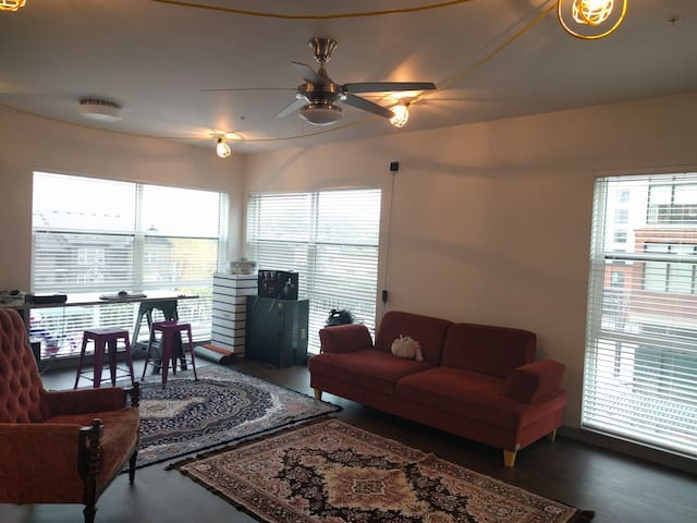 Light Filled Apartment near Public Transit & Intel - Hillsboro - Apartamento