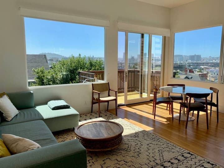 Newly Remodeled 2 Bed/2 Bath w/ Stunning Views