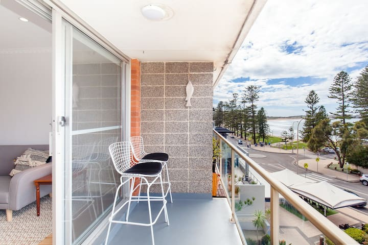 Sensational Ocean View Apartment on Dee Why Beach