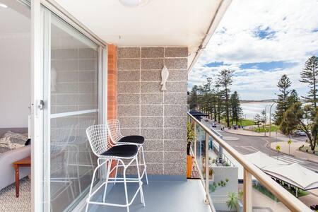 Sensational Ocean View Apartment on Dee Why Beach