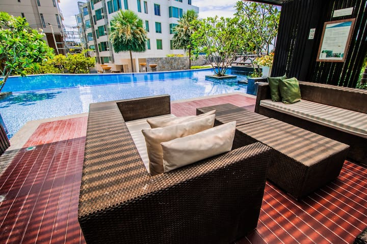 3 Bedroom Executive Apartment with Private Beach - Muang Pattaya - Flat