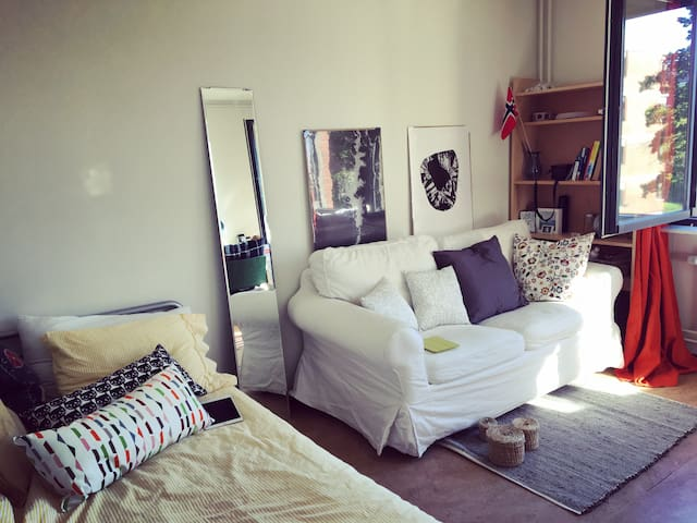one cozy student room with private bathroom - Stoccolma - Appartamento