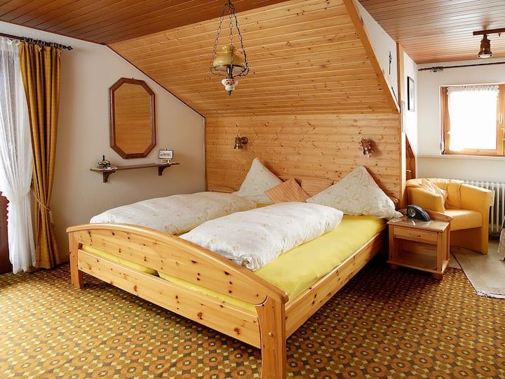 Haus Bernhardt-Fromm, (St. Blasien), Doppelzimmer Nr. 1 mit Etagen-WC und Etagen-Dusche
