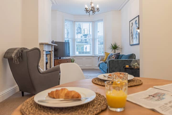 Best Location Town Centre House 2 Free Parking