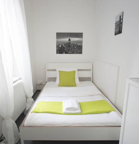 "Cosy & bright: Room ""New York"", 10 min. to town"