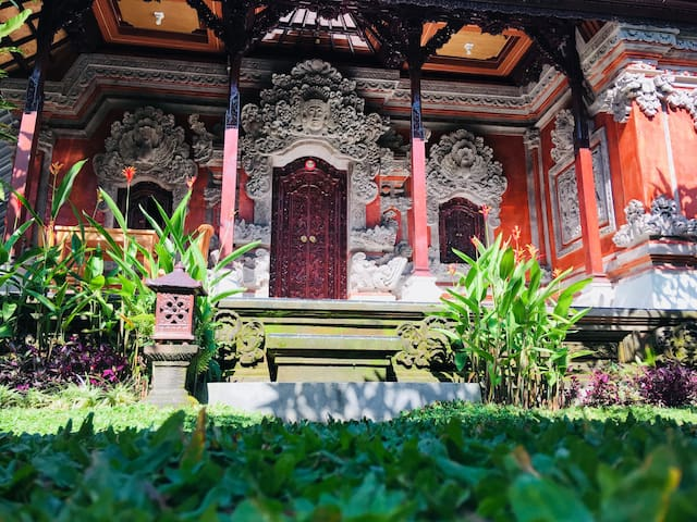 Stay with Local Family In Authentic Bali House