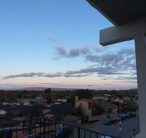 Three bedroom upper duplex with a view - Long Beach - Apartment