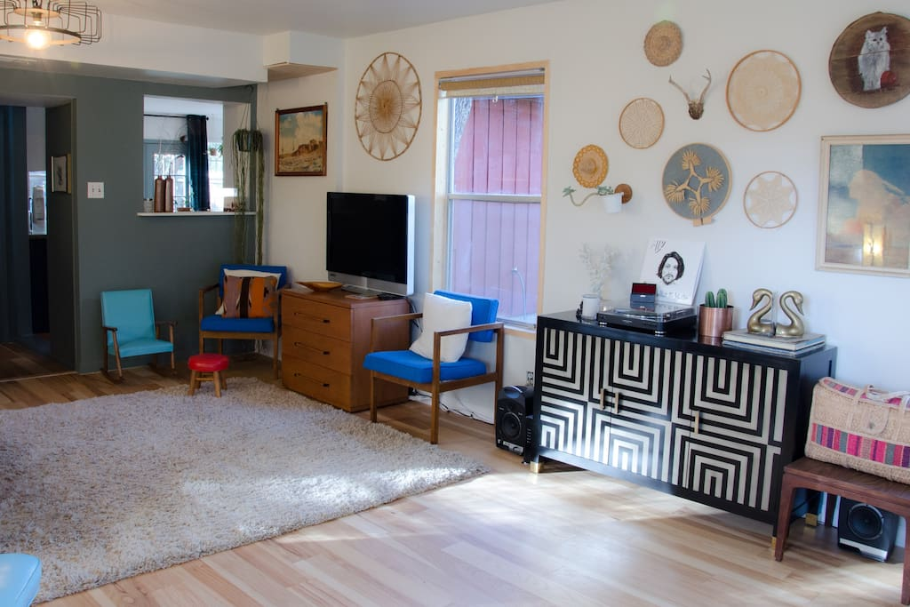 The adorable living room has lovely natural light, a smart TV, a piano and Alexa can play your favorite tunes!