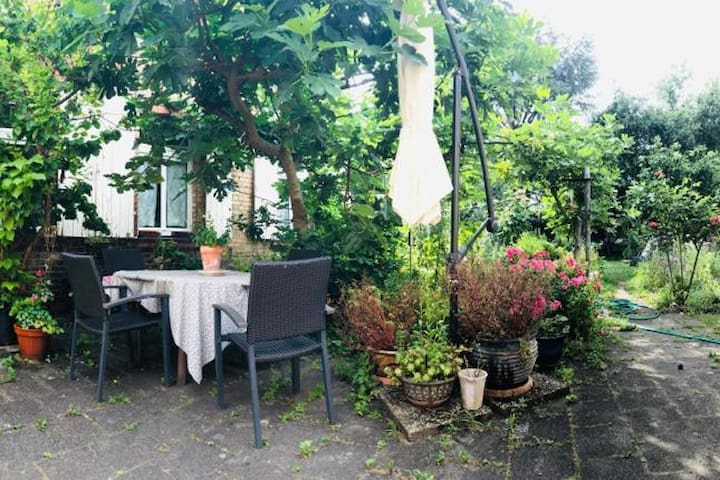 Cottage in the garden (in central Speyer)