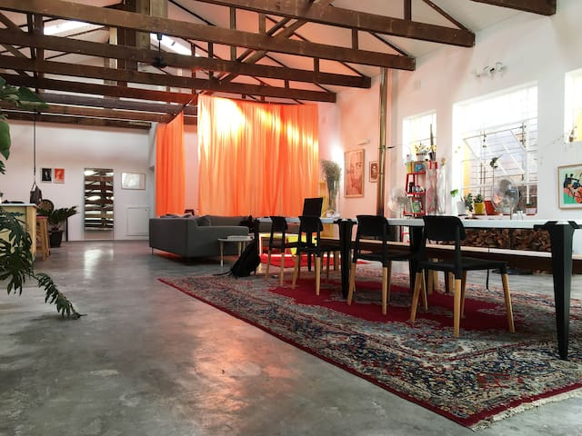 Cool, big artist loft in Cape Town CBD.