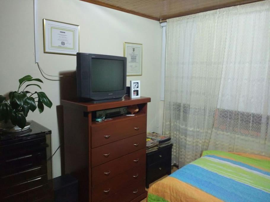 Televisión, armario (cable tv, closet)