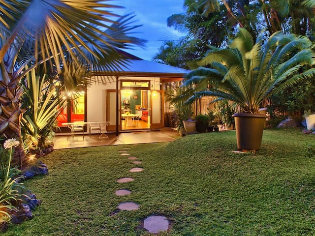 Perfectly positioned stylish house in Teneriffe. - Teneriffe - House