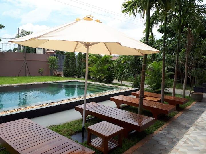 4 Pax/Private Room/EXCLUSIVE Villa & Pool/Breakfst