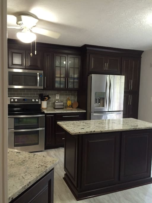 Completely remodeled kitchen. Everything you need, icemaker, microwave, toaster.