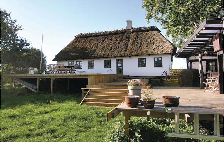 Holiday cottage with 2 bedrooms on 94m² in Humble