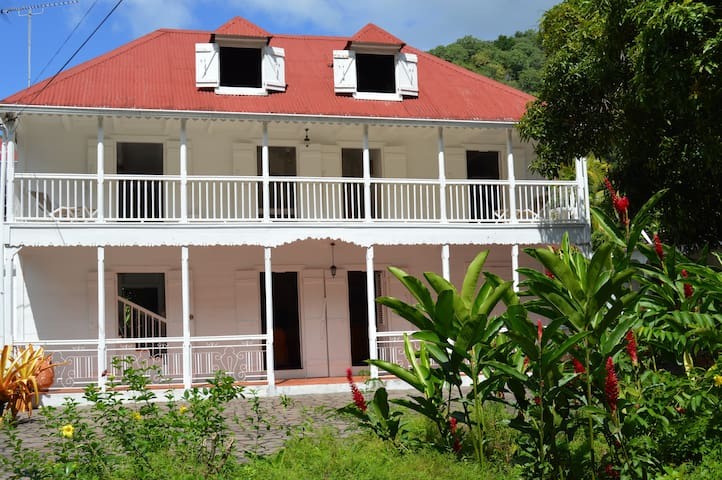 Ancient colonial house with 6 rooms - Vieux Habitants