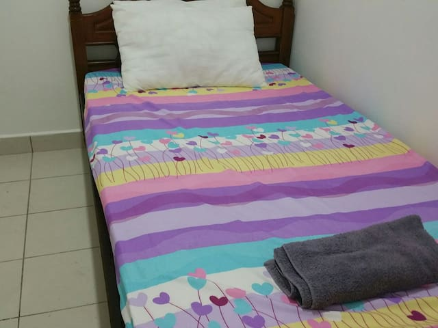 The Cove - Budget Room - Sri Hartamas, Mont Kiara, Kuala Lumpur - Apto. en complejo residencial