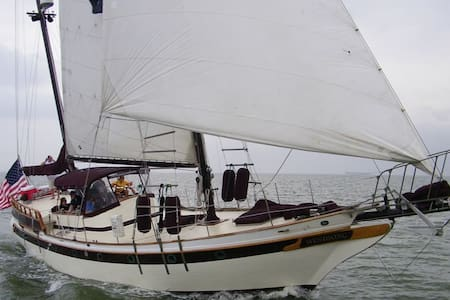 Classic Yacht at Beautiful Waterford Harbor Marina - Kemah