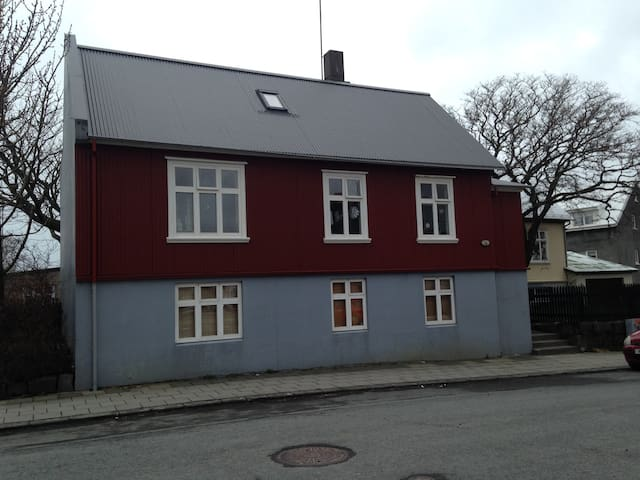 Bright and cozy room close to Reykjavík harbour