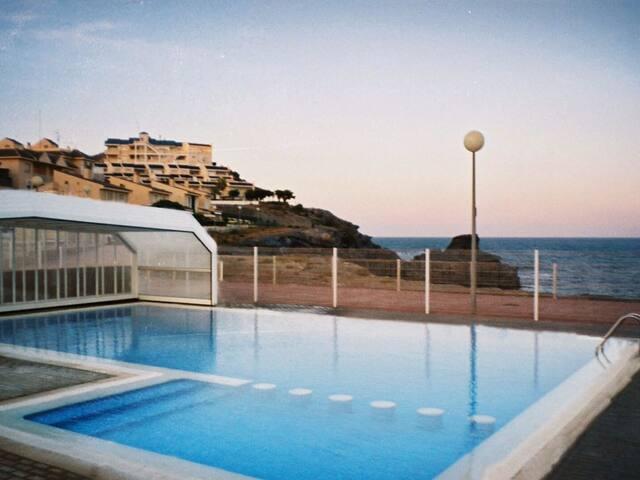 Bonito apartamento con preciosas vistas al mar.