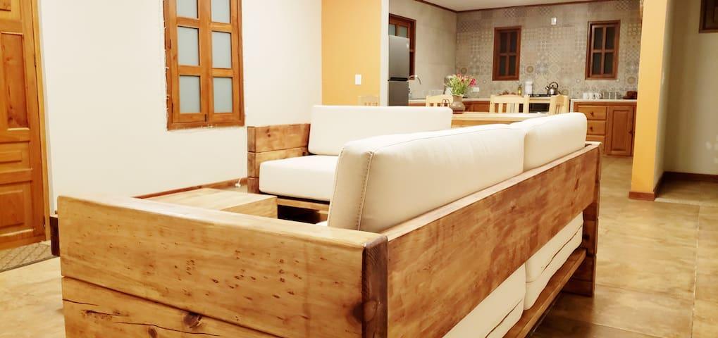 KUKUL'IK | Cálida y Moderna Casa con Cochera
