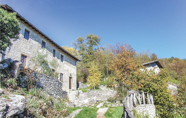 Holiday cottage with 4 bedrooms on 100m² in Fabbriche Vallico LU