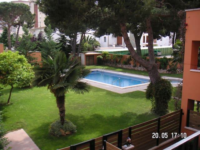 Apartamento con piscina parking y zona comunitaria - Castell-Platja d'Aro - Appartement
