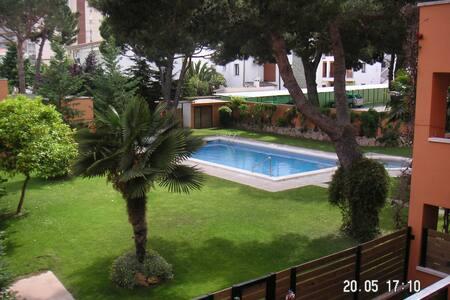 Apartamento con piscina parking y zona comunitaria - Castell-Platja d'Aro - Apartamento