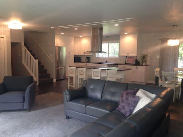 Scoria Suite - Riverrock Guesthouse