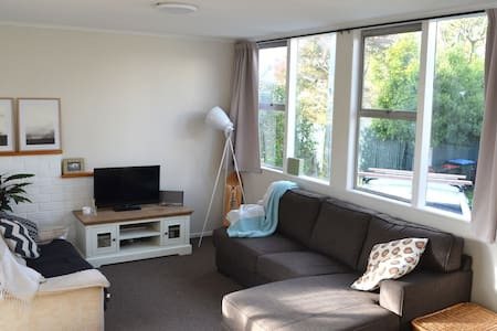 Sunny unit - your home away from home! - Auckland